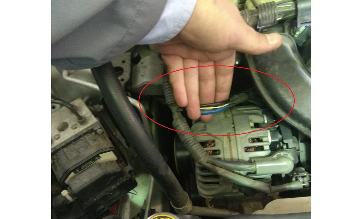 How to connect a scope-Output voltage-Toyota-Corolla 2001-2007 : Image 2