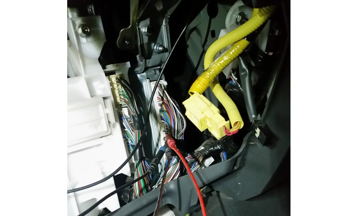 How to connect a scope - CKP & CKM signal - Toyota - Land Cruiser Prado J120 2002-2009 : Image 1