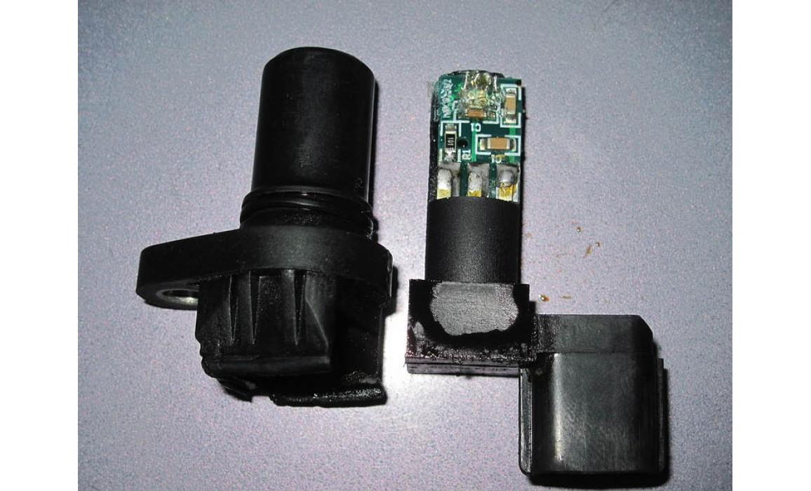 Faulty CMP sensor - CKP, CKM & in-cylinder pressure - Mitsubishi - Lancer 2000–2007 : Image 1